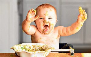 messy baby when weaning