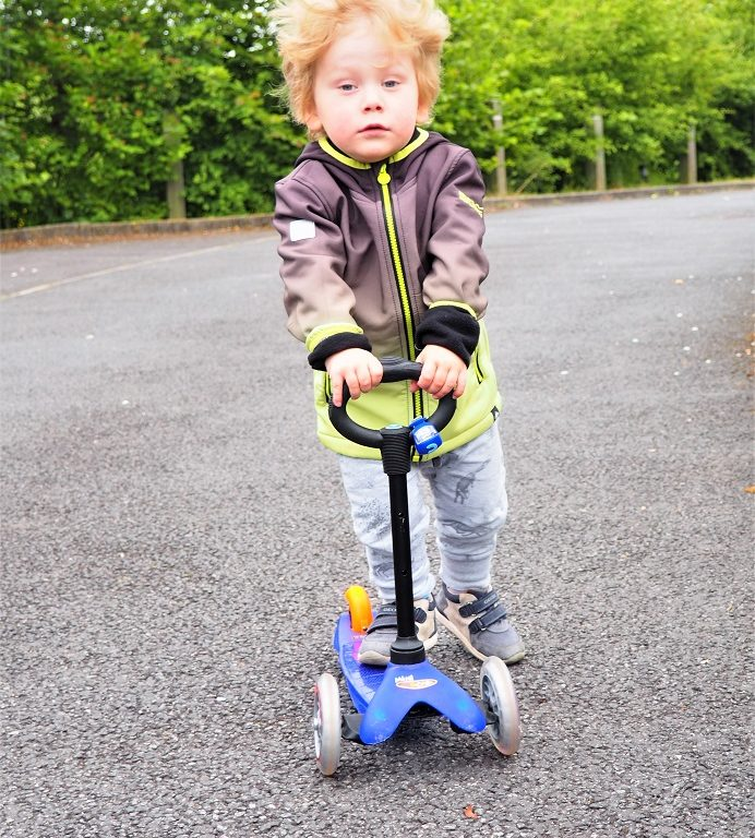 Living Arrows 24/53, Post Outside, Micro Scooter, Scooting, Outdoor Activity, Family Time, the Frenchie Mummy