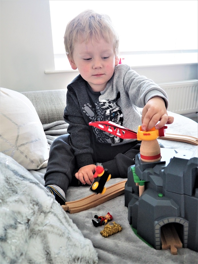 BRIO Crane and Mountain Tunnel Review. BRIO World, BRIO play, Trains Sets, Toys Review, The Frenchie Mummy