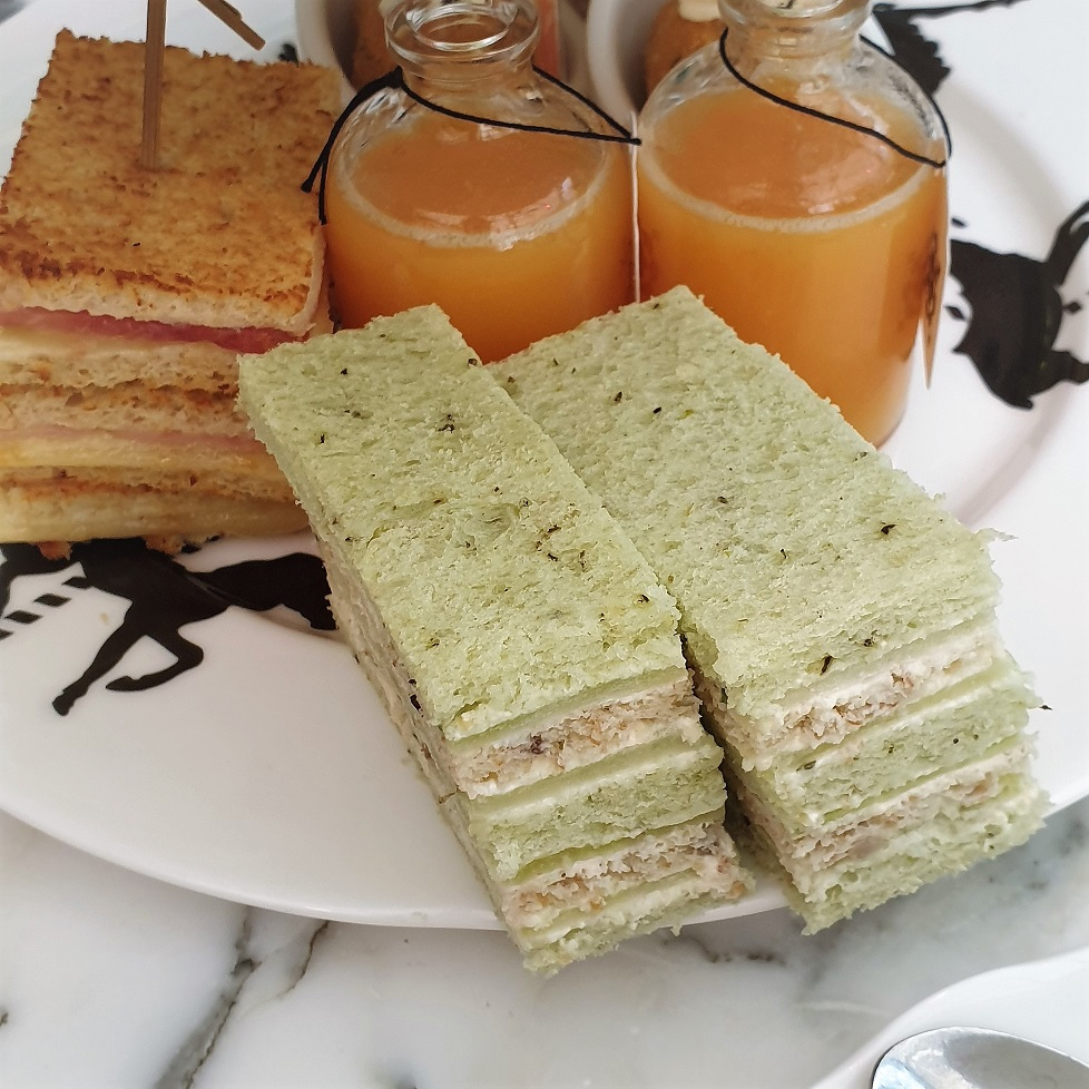 Mad Hatter's Afternoon Tea, Bookatable, Feast on London, Afternoon Tea London, Sanderson Hotel, Afternoon Tea Review, The Frenchie Mummy