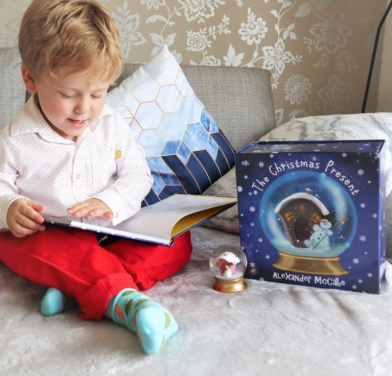 Christmas Present Book Giftset, Christmas Giveaways, Win, Christmas Book, Gabriel the Elf, Alexander McCabe, the Frenchie Mummy