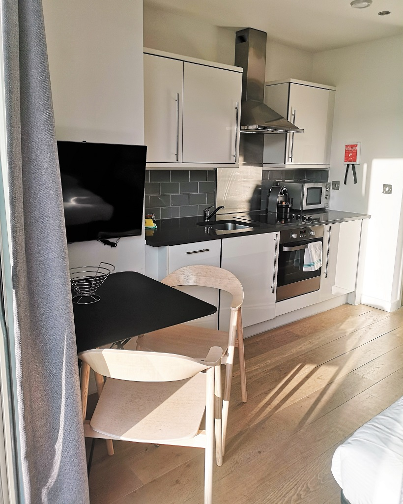 Aparthotel Adagio London Brentford, Aparthotels Adagio, Famcation, Staycation, Hotel Review, South-West London, Brentford, apartments furnished, London Break, The Frenchie Mummy, Family-Friendly