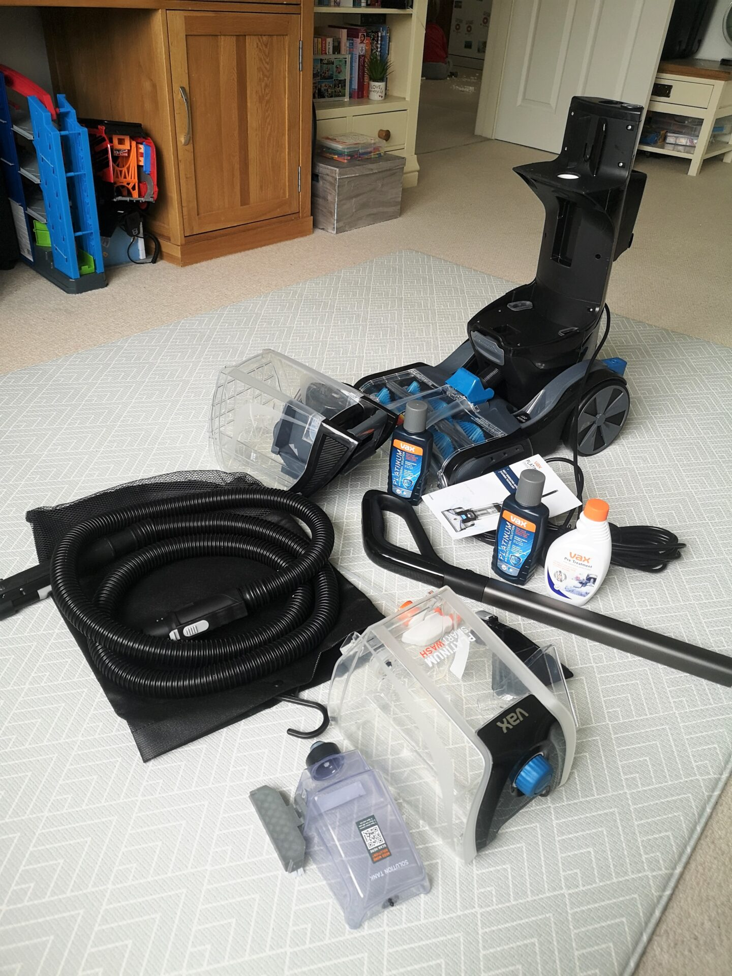 Vax Platinum SmartWash Carpet Cleaner Review, Vax, Carpet Cleaner, Home Appliances, Review, Motion Sense Technology, Carpet Cleaning, Home & Garden, The Frenchie Mummy, Vax Platinum SmartWash, Carpet Cleaner