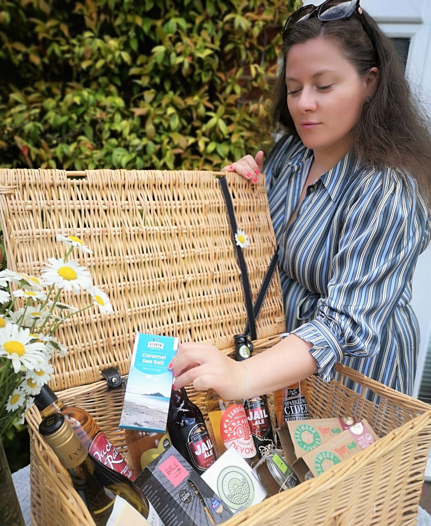 Devon Hamper, Devon Cider Wine & Cheese Hamper, Cornish Food, Food Hamper, Handpicked Food Hamper, Cornish Business, Devon, Father's Day Giveaway, Win, competition, giveaway, the Frenchie Mummy