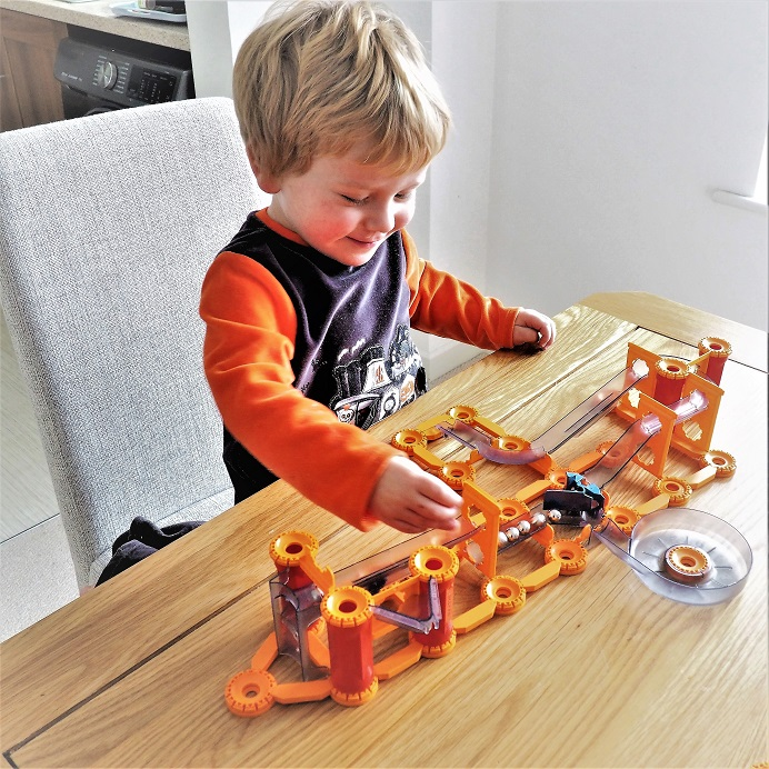 Geomag Mechanics Gravity Shoot & Catch Review, Magnetism, Gravity, Geomag, Magnetic Building Toys, Review, Giveaway, the Frenchie Mummy